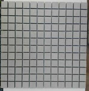 mosaico-su-rete-in-gres-porcellanato-GRIGIO-piastrelle-foglio-30x30-ceramica