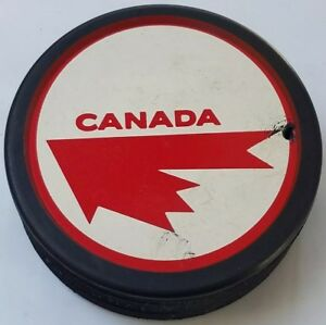 1970s-VINTAGE-TEAM-CANADA-HOCKEY-PUCK-OFFICIAL-MADE-IN-CZECHOSLOVAKIA-hole