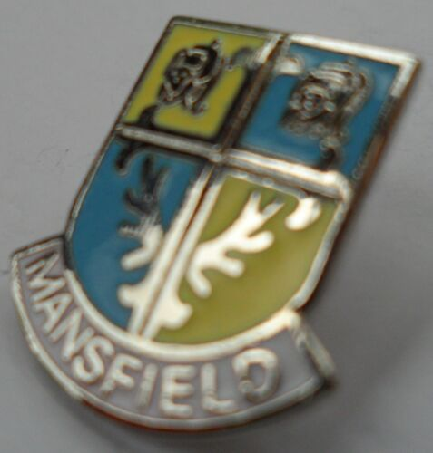 Mansfield Town Nottinghamshire County Crest Small Pin Badge 1207