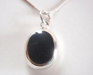 Reversible-Black-Onyx-and-Mother-of-Pearl-925-Sterling-Silver-Oval-Pendant