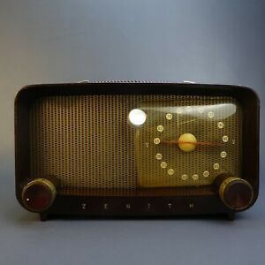 Vintage-Zenith-Bakelite-AM-Tube-type-radio-S14976-table-top-model
