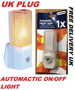 2x/1x AUTOMATIC ON/OFF LED PLUG IN NIGHT LIGHT LOW ENERGY SAFETY LIGHTS NEW