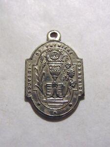 Magnifique-Medaille-de-Premiere-Communion-en-argent