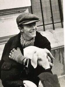David-Bowie-Exclusive-Photo-print-David-with-Pig