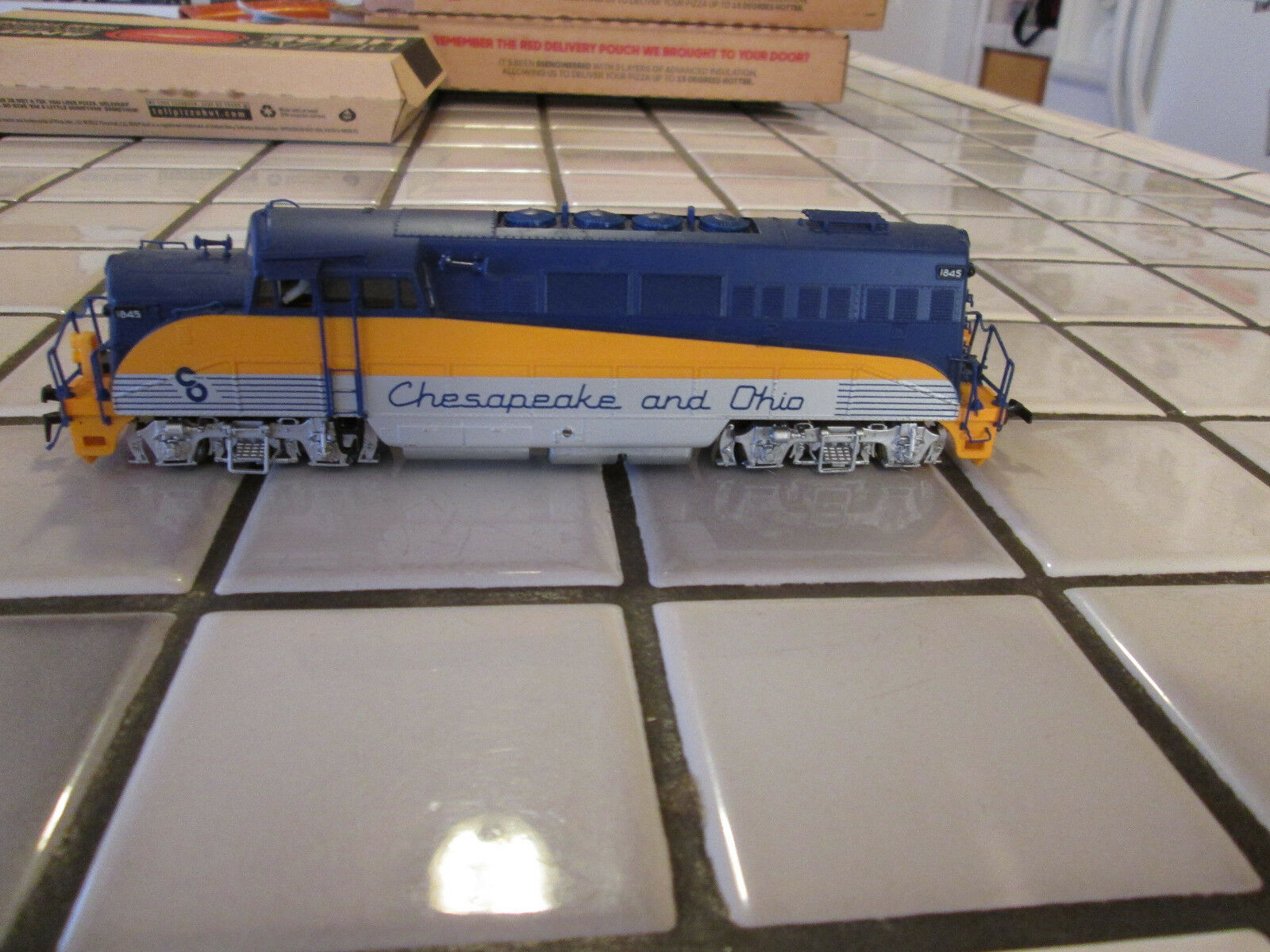 Predo 2000 CHESAPEAKE AND OHIO powered engine HO scale