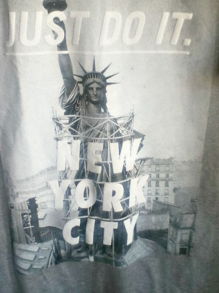 AUTHENTIC NIKE NEW YORK CITY STATUE OF LIBERTY GREY T SHIRT 914292-063