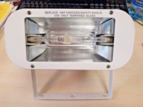Flood Light Series R7s 70w Fitting 230v 50hz IP33 White