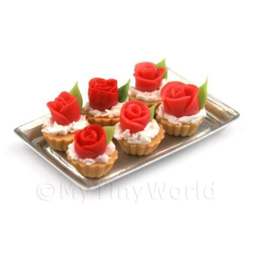 6 lose Puppenhaus Miniatur rot Fondant Rose Törtchen auf einem Tablett