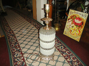 Vintage-Hollywood-Regency-Tokyo-Japan-Table-Lamp-Ribbed-White-Glass-1