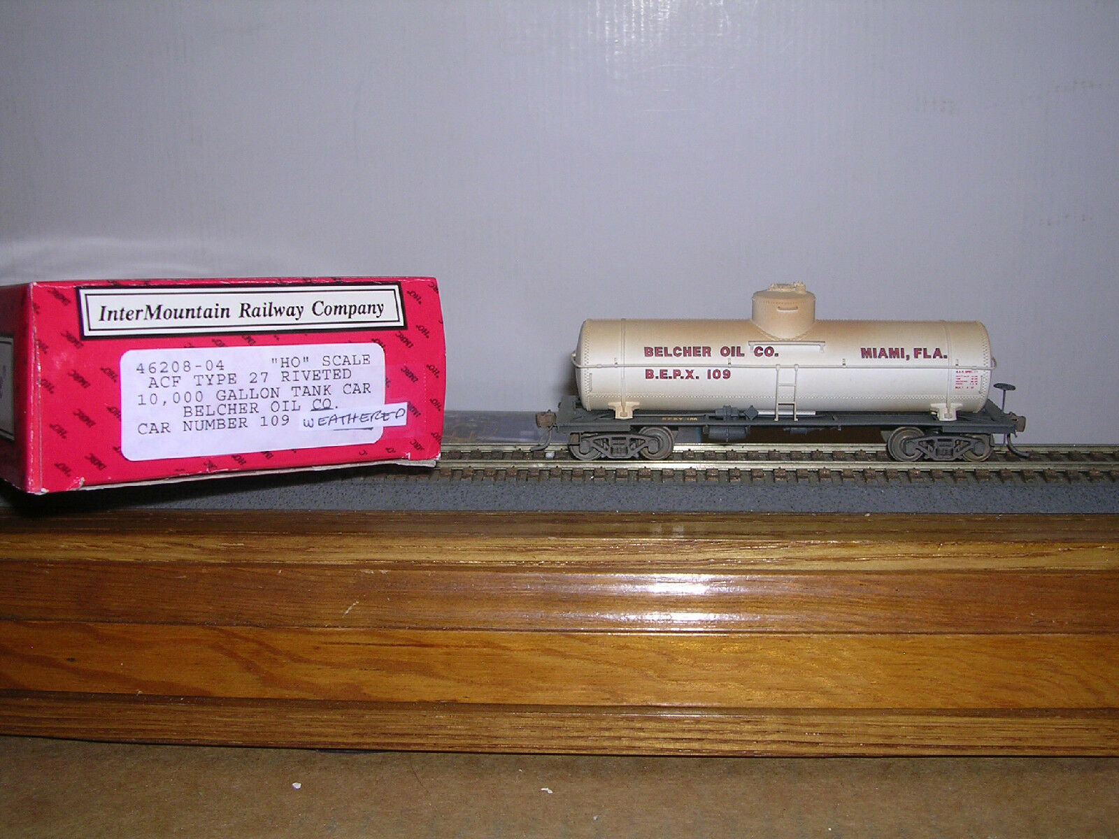 INTER.Belcher Oil Co. ACF 10,000 Gallon Tank Car Weathered H.O.1 87
