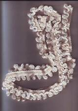petite longueur de galon brodé fil coton laine blanc creme- longueur 1,68 metre