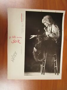Vintage-Glossy-Press-Photo-Joan-Rivers-Comedian-Framingham-Chateau-Show-2