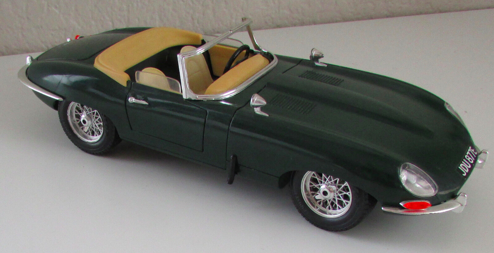 Vintage 1 18 SCALE JAGUAR  E -Type Diecast Model Congreenible British Sports Car