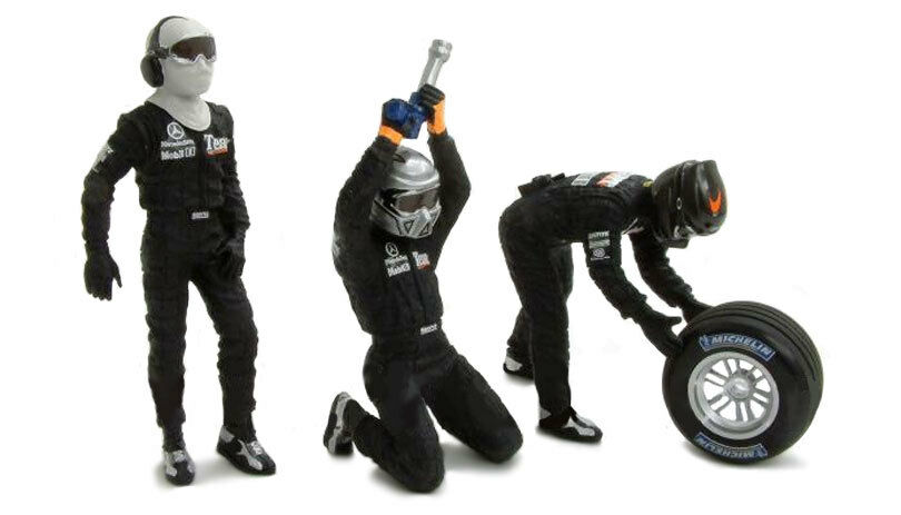 Minichamps McLaren Formula 1 circa2002 1 43 Scale Mechanic Front Tyre Change Set