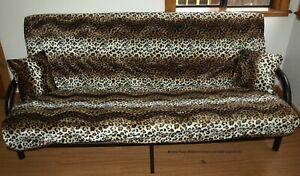 Леопард из искусственного меха животных