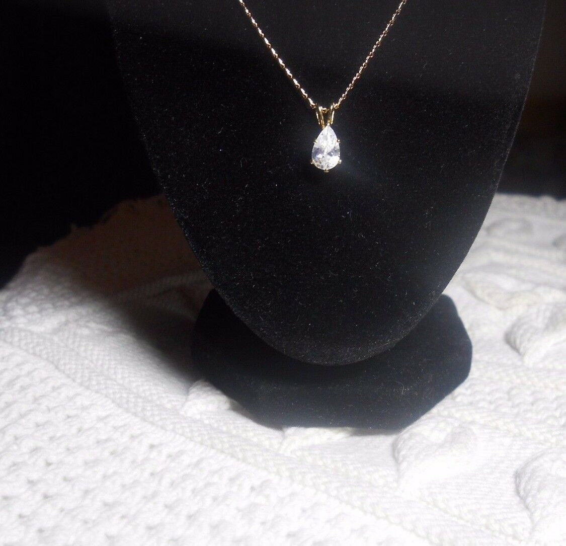 18 KT G F PEAR SOLITAIRE CUBIC ZIRCON PENDANT AND 16 1 2  CHAIN