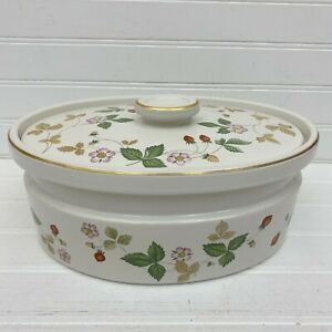 Wedgwood-Wild-Strawberry-England-2-5-Qt-Oval-Covered-Casserole-Oven-to-Table