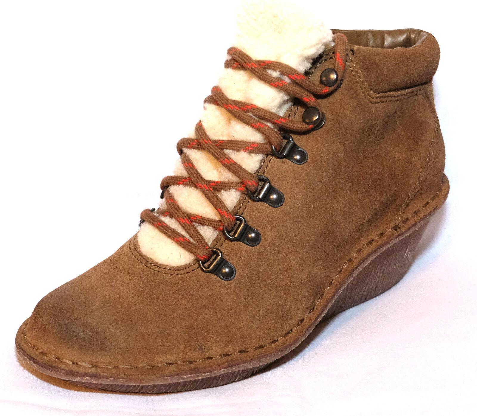 Clarks  ladies  Marsden Grace   Lace Up Faux Fur Trim Ankle Boot size 4.5D.New