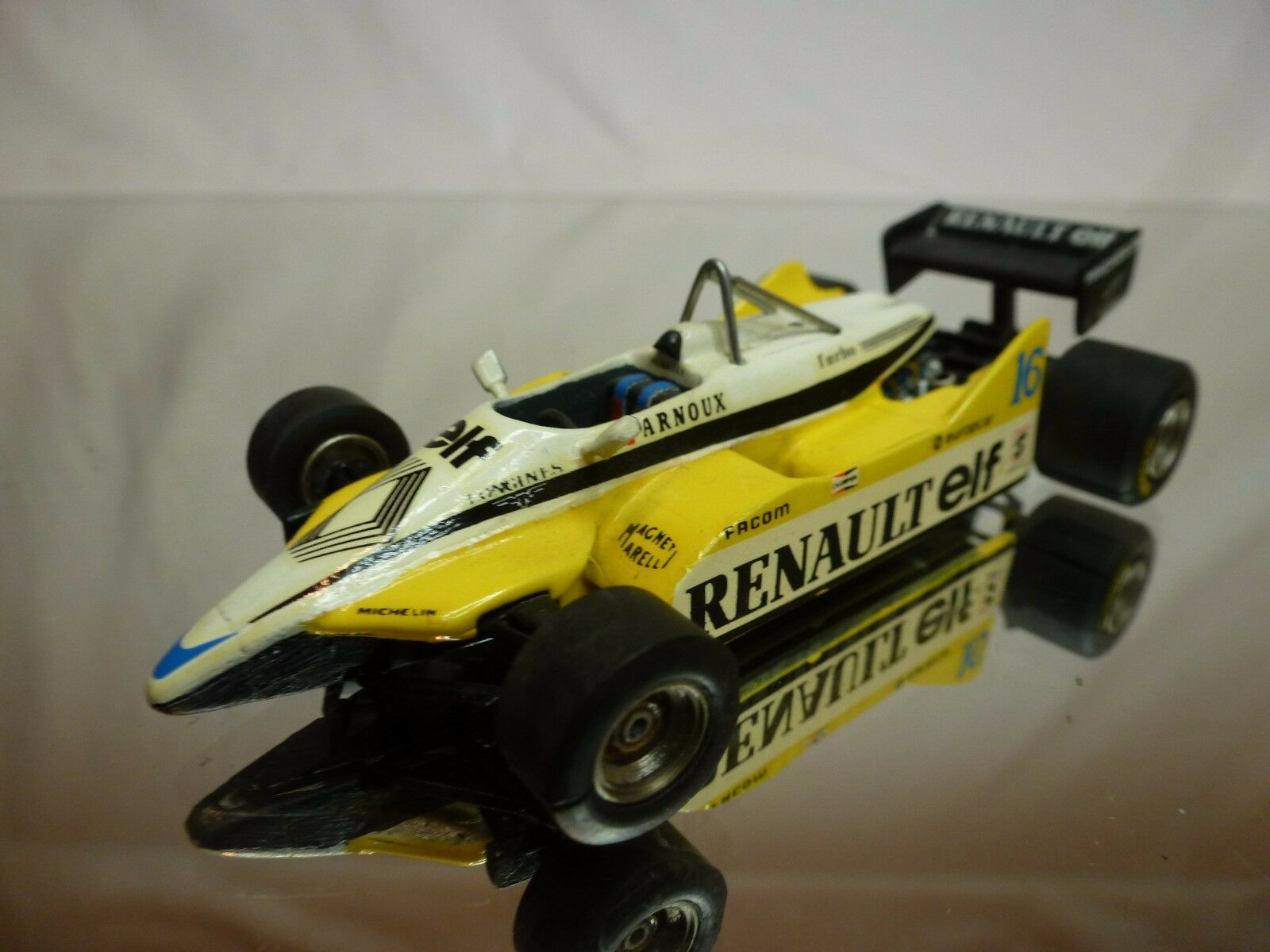 TENARIV KIT (built) RENAULT RE30B 1982 - ARNOUX No 16 - F1 giallo 1 43 - NICE