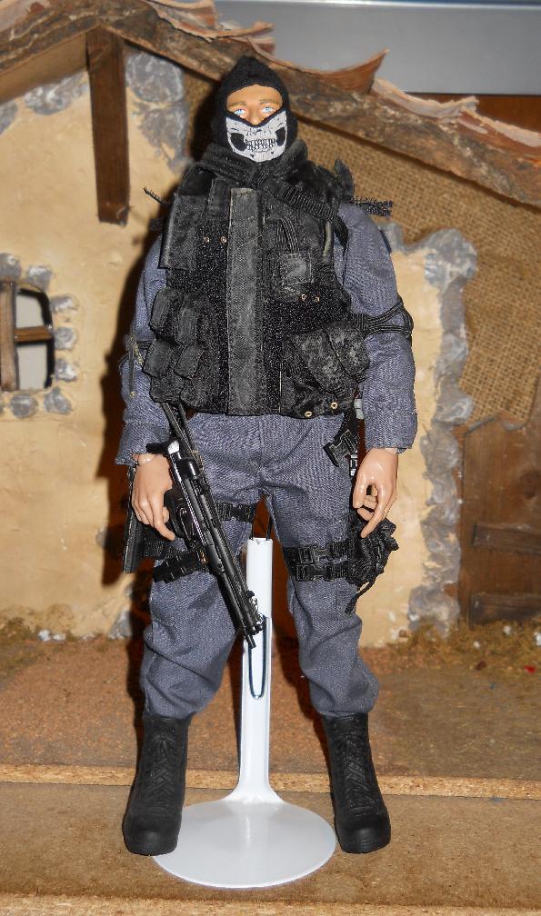 1/6 Scale / Custom Detailed Police SWAT figure Loose