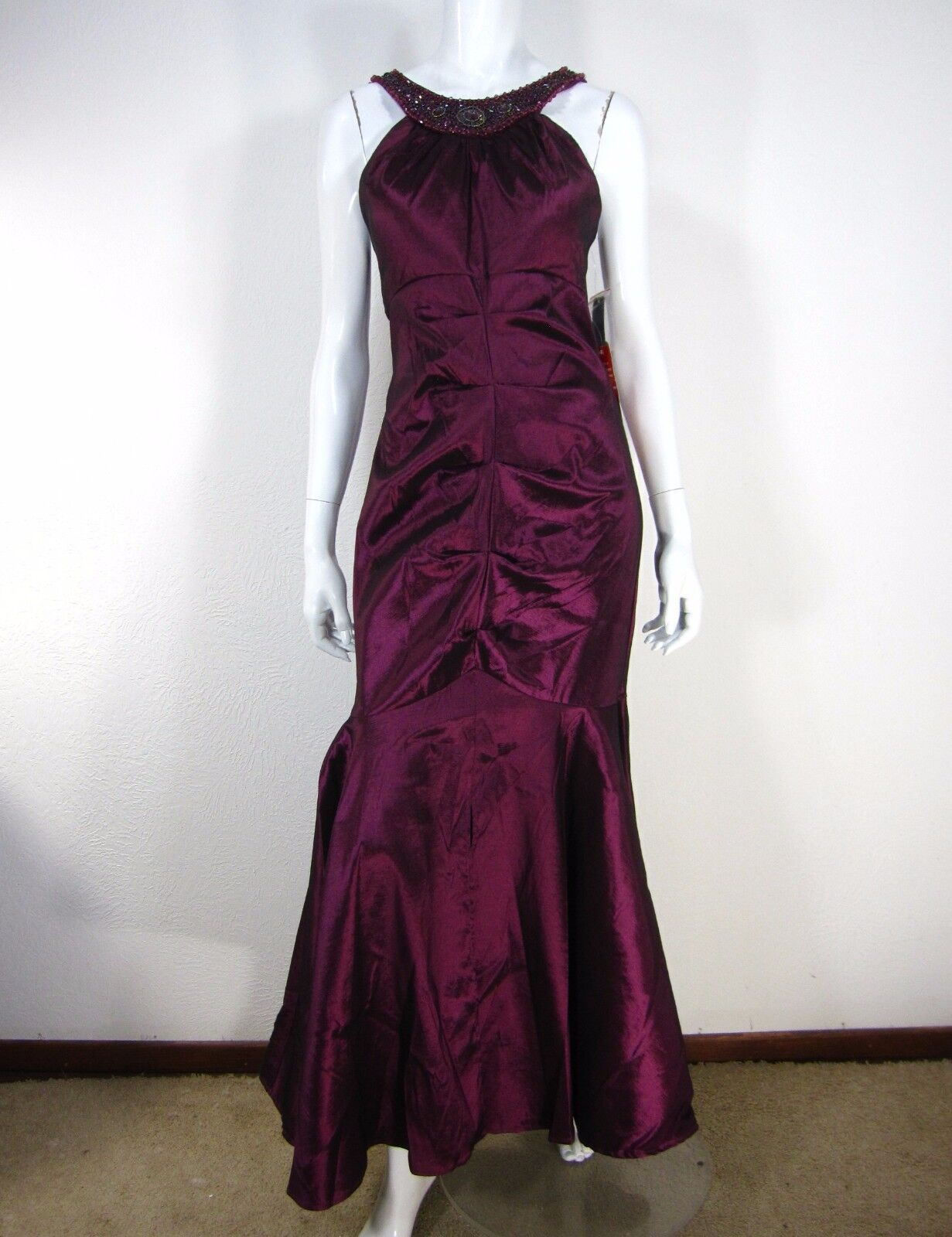 R & M RICHARDS NWT SLEEVELESS HALTER PROM EVENING DRESS Größe 12P RUBY rot
