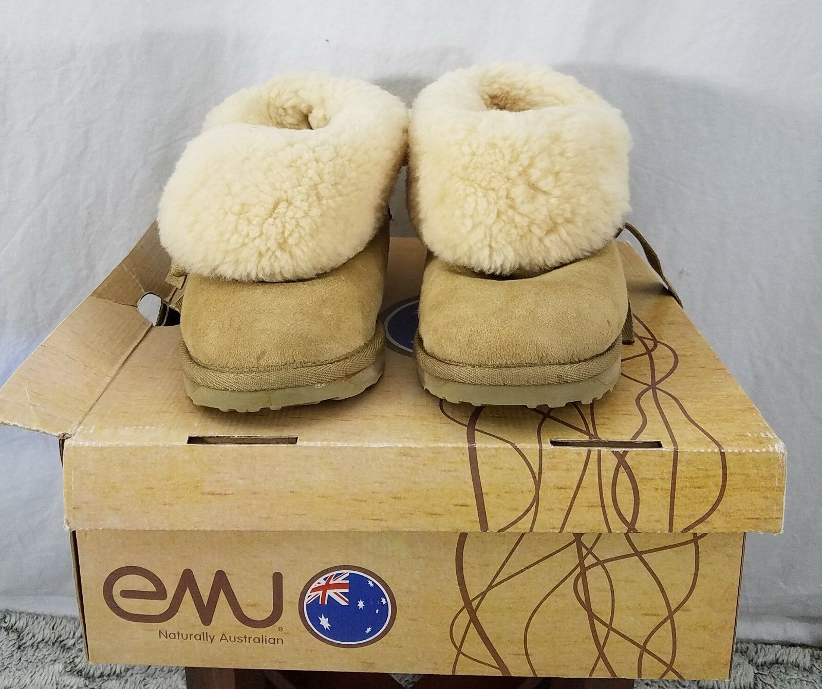 New EMU Australian Womens Short Winter Boots Tan Sheepskin Bows Size 6.5