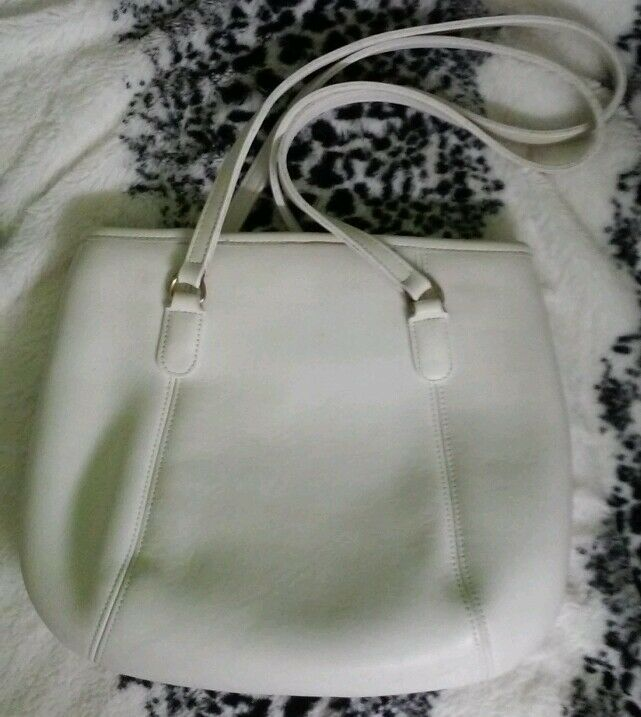 Coach purse, white leather made in the USA, great… - image 4
