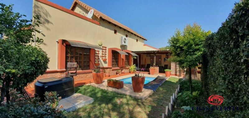 Townhouse in Waterval East For Sale