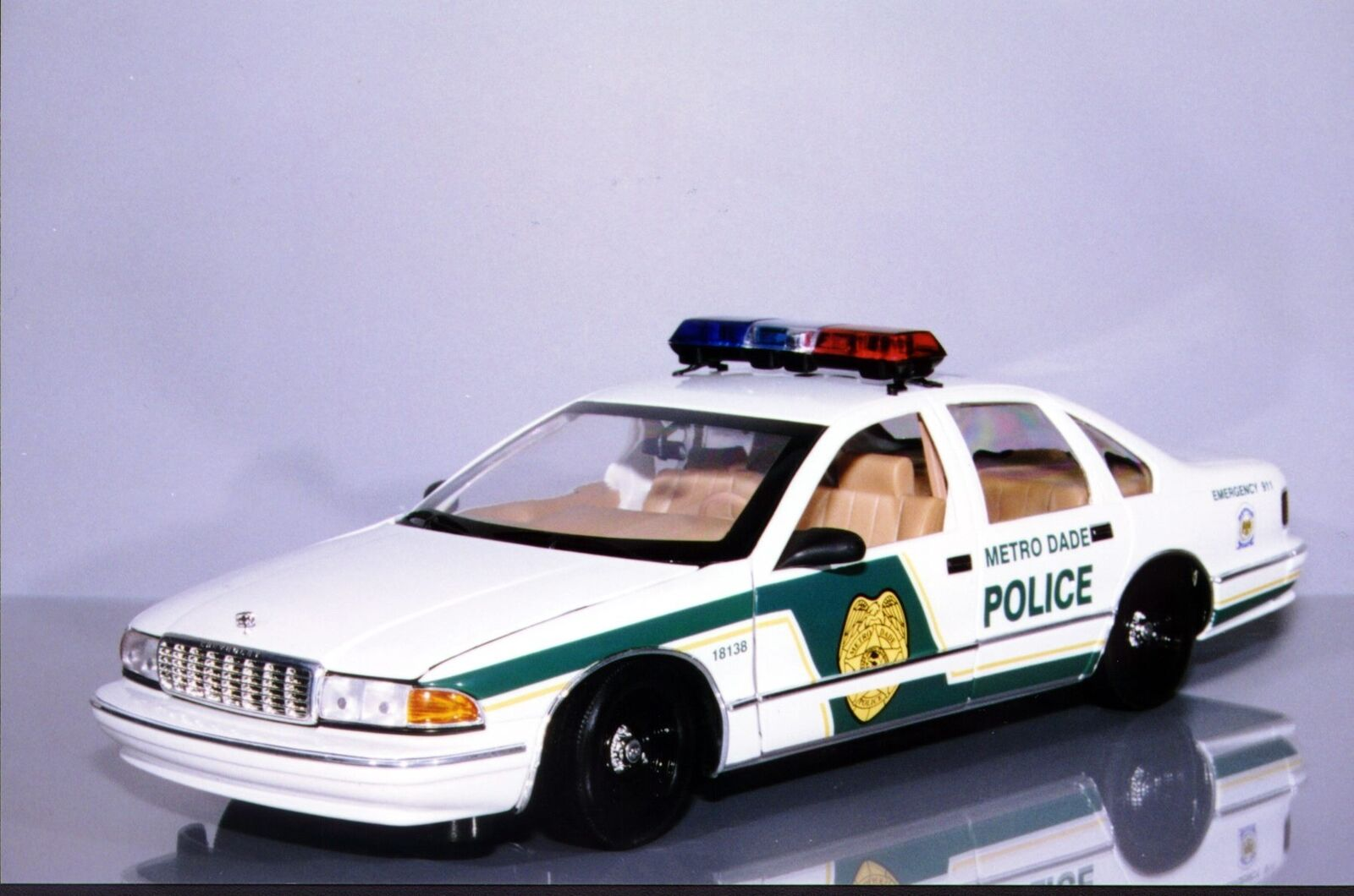 Drei modelle chevrolet caprice metro 1,18 dade polizei
