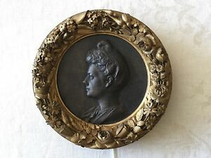 Medaillon-en-bronze-et-bois-dore-par-Theodore-Riviere-Arts-Nouveau