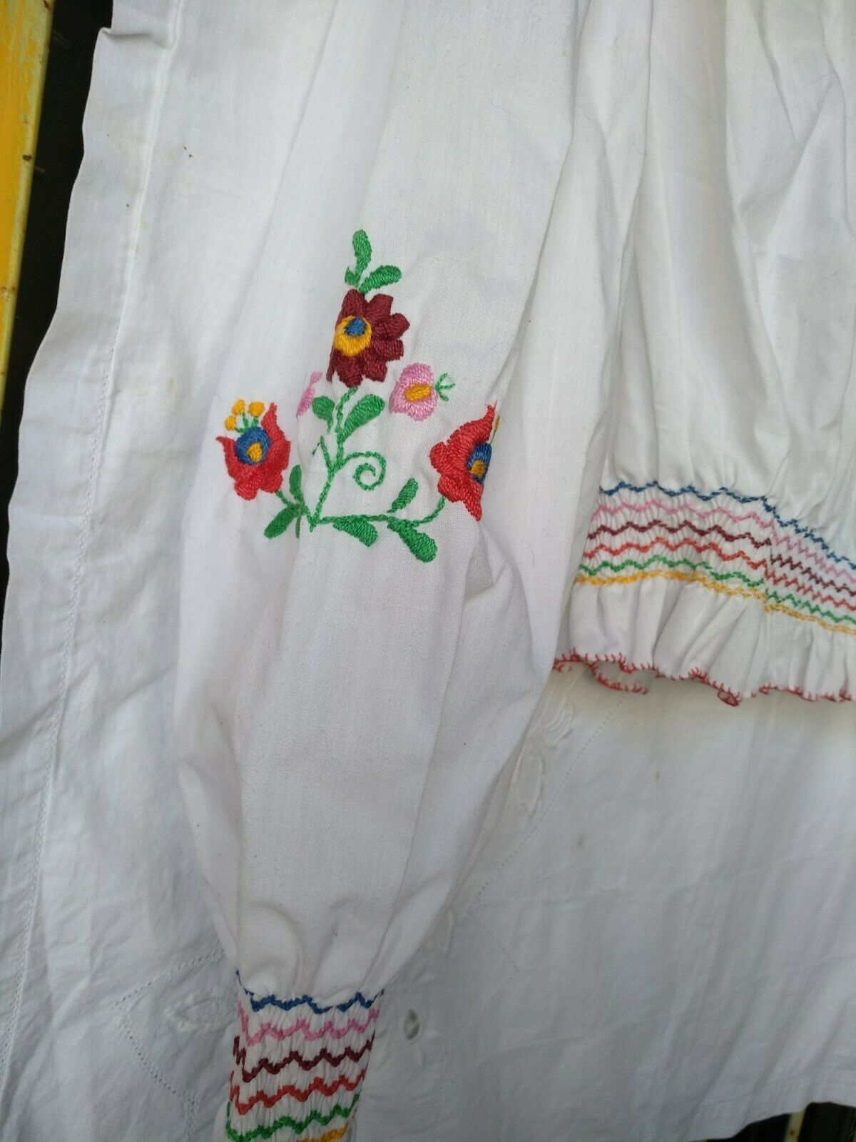 Vintage Ethnic Hungarian Hand Embroidered Floral … - image 4