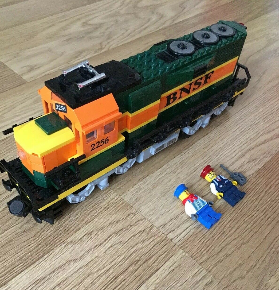 Lego City BNSF GP-38 Locomotive Train Discontinued- Set No10133 Inc Mini Figures