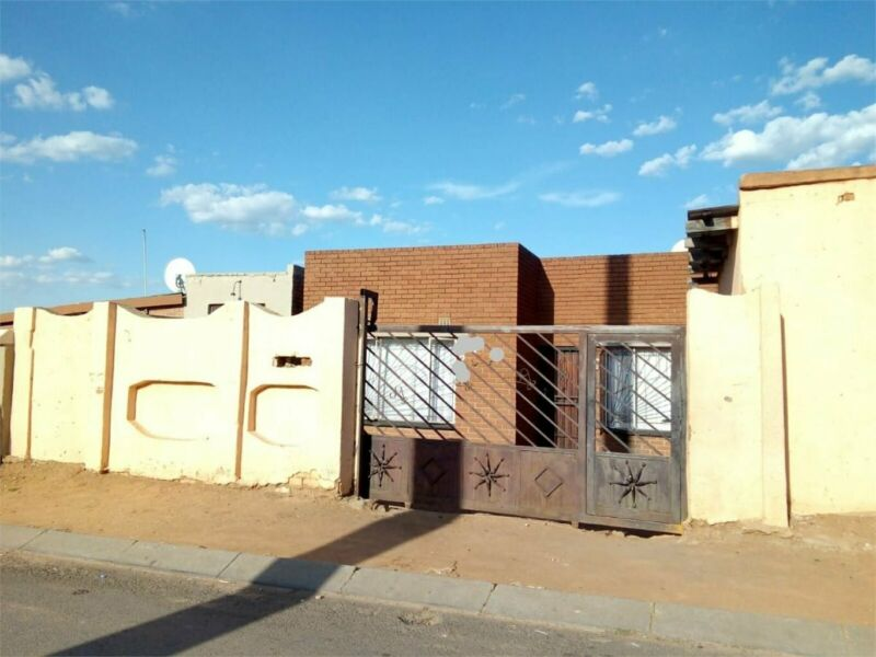 3 bedrooms House in TEMBISA
