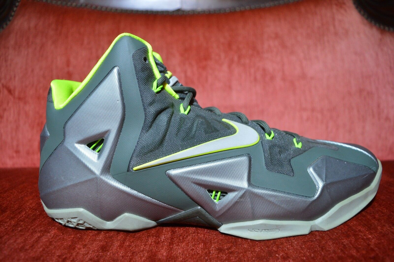 CLEAN NIKE LEBRON JAMES XI 11 DUNKMAN SIZE 11 MEN'S BASKETBALL SHOES 616175-300