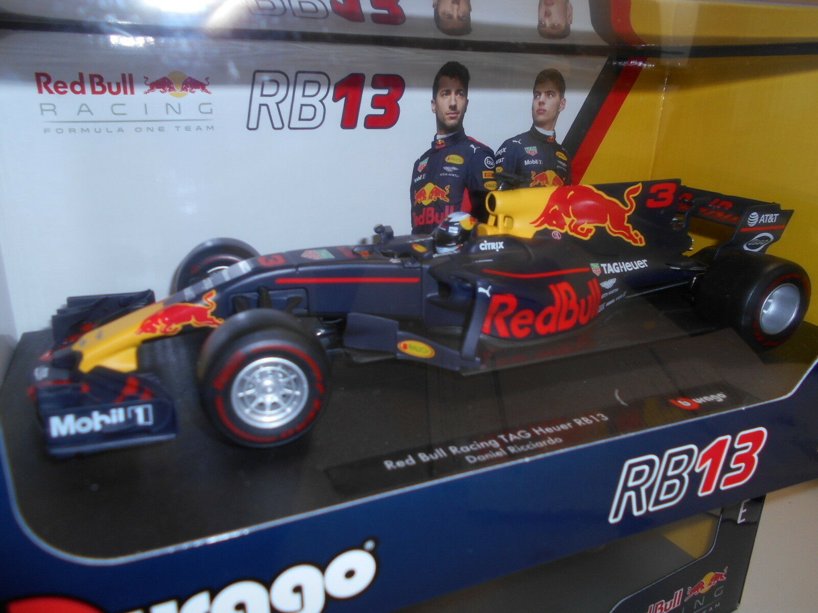 BBU1818002R by BBURAGO RED BULL RACING TAG HEUER RB13 D. RICCIARDO 1 18