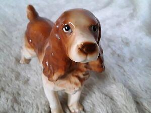 alte Keramik / Porzellanfigur Hund Jagdhund Cocker Spaniel Keramik H/L13 x 17cm