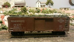 Unknown-Varney-HO-Cardboard-Texas-amp-Pacific-Boxcar-Plastic-trucks-VG