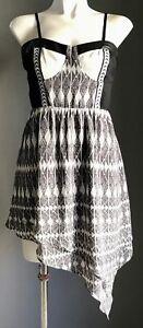 AUGUST-STREET-034-Amanda-034-Black-White-Geo-Print-Asymmetric-Hem-Mini-Dress-Size-10
