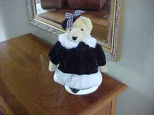 MUFFY VANDERBEAR ~ FLUFFY DRESSED A CHRISTMAS CAROL BEARLY IN TUNE 1996