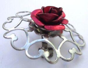 Bijou Vintage Broche Couleur Argent Ronde Ajourée Rose Rouge Métallisé 2008 Facile Et Simple à Manipuler