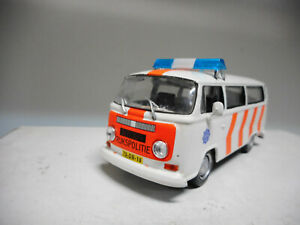 VOLKSWAGEN-T2-RUKSPOLITIE-POLICE-OF-THE-WORLD-DeAGOSTINI-IXO-1-43