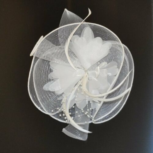 Fascinator Ansteckblume Blume Federn Perlen Braut Haarschmuck WEISS Haarclip NEU