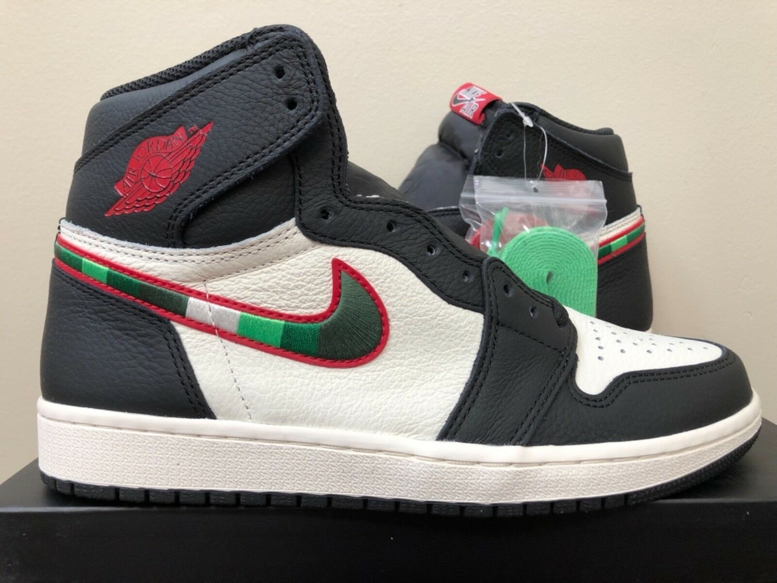 Air Jordan Retro 1 High OG  Sports Illustrated  555088-015 8-15 100% Authentic