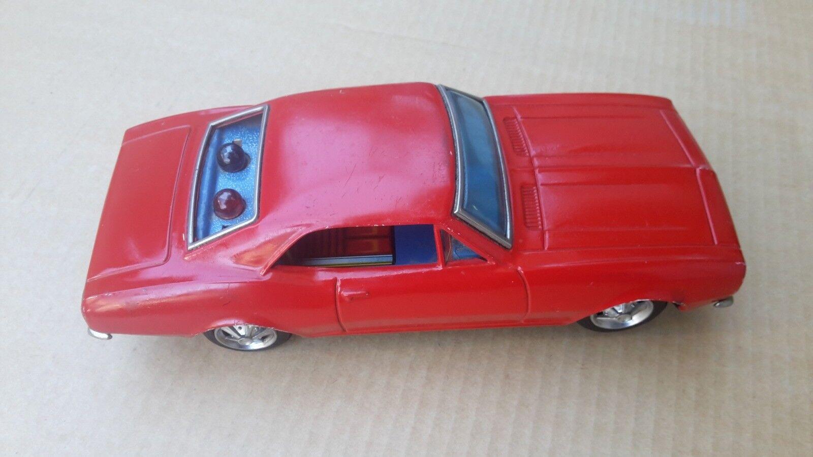Modellino di latta di  auto Chevrolet Camaro a batteria anni 70