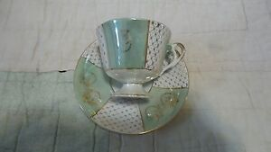 Vintage-Beautiful-Green-with-Pattern-of-Gold-Green-Raised-Tea-Cup-Saucer-UOGG