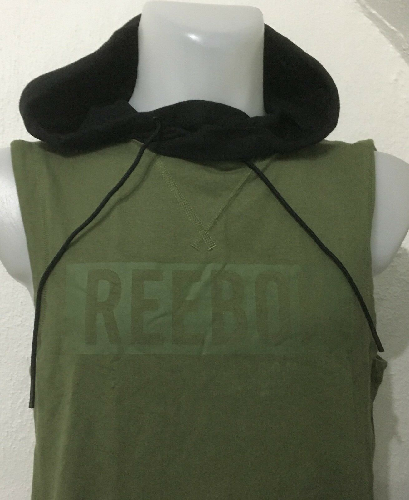 GREEN TRAIN LIKE A FIGHTER SLEEVELESS HOODIE BY REEBOK SIZE MEN/'S SMALL NEW
