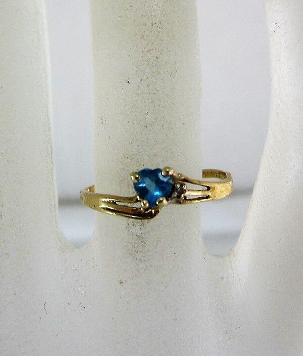 10K YELLOW gold MAGIC GLO HEART SHAPED blueE TOPAZ & DIAMOND RING (SIZE 6.5) 0.8G