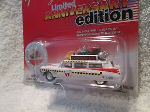 JOHNNY-LIGHTNING-LIMITED-ANN-EDITION-ECTO-1A-1959-CADILLAC-GHOSTBUSTERS-1-64