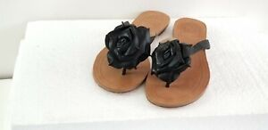 SAKS-FIFTH-AVENUE-SANDALS-US-7-Black-leather-with-flower-Motif-Thongs