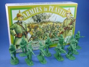 ARMIES-IN-PLASTIC-WWI-German-Infantry-Spiked-Helmet-Toy-Soldiers-GREEN-FREE-SHIP